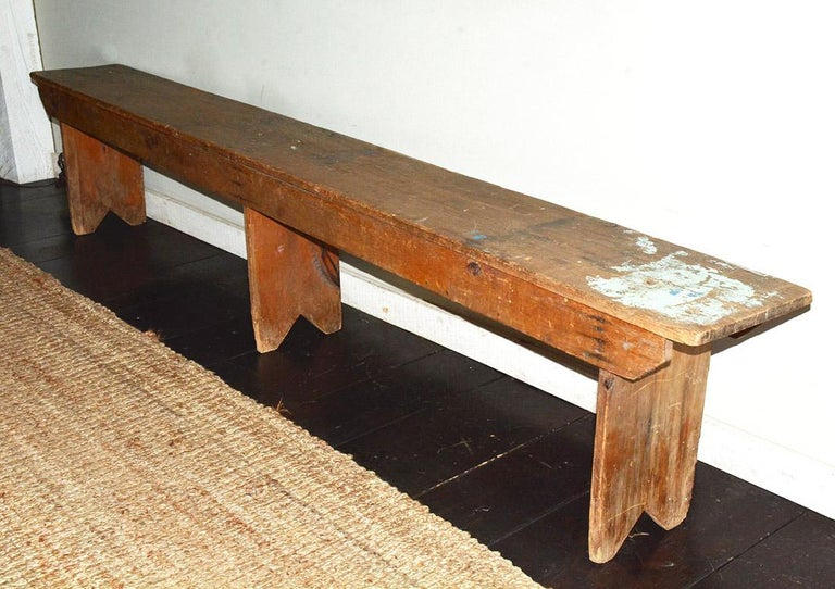 Rustic American Country Bench In Good Condition For Sale In Great Barrington, MA