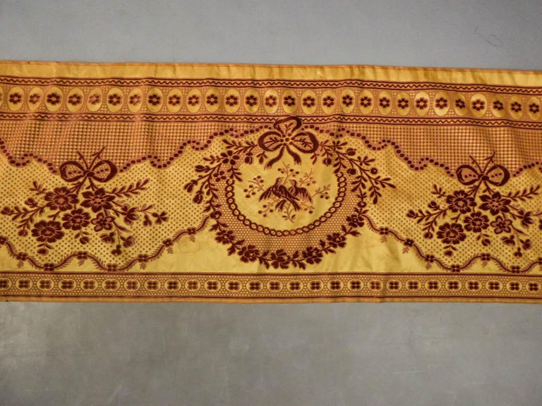8 meters of Border in chiseled velvet - Late 18th century France For Sale 8