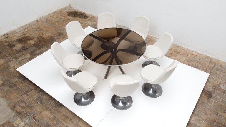 8 Space Age Swivel Dining Chairs, Cast Aluminum Tulips Base and New Upholstery In Good Condition For Sale In bergen op zoom, NL