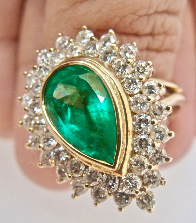 8.00 Carat Colombian Natural Emerald Diamonds Cocktail Ring 18 Karat Gold In Excellent Condition For Sale In Brunswick, ME