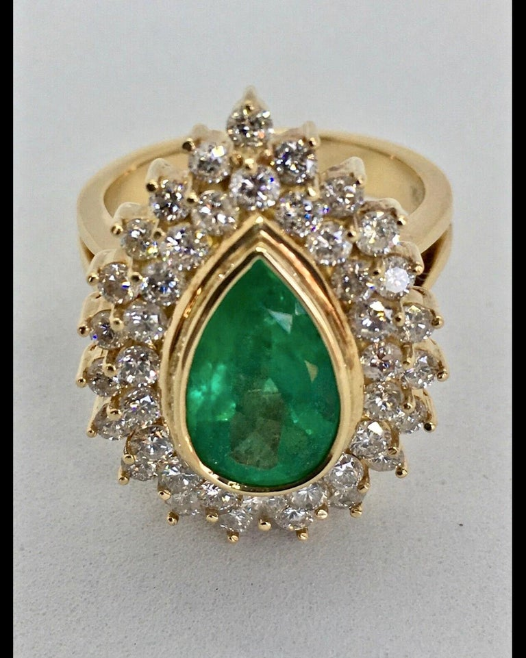 Pear Cut 8.00 Carat Colombian Natural Emerald Diamonds Cocktail Ring 18 Karat Gold For Sale