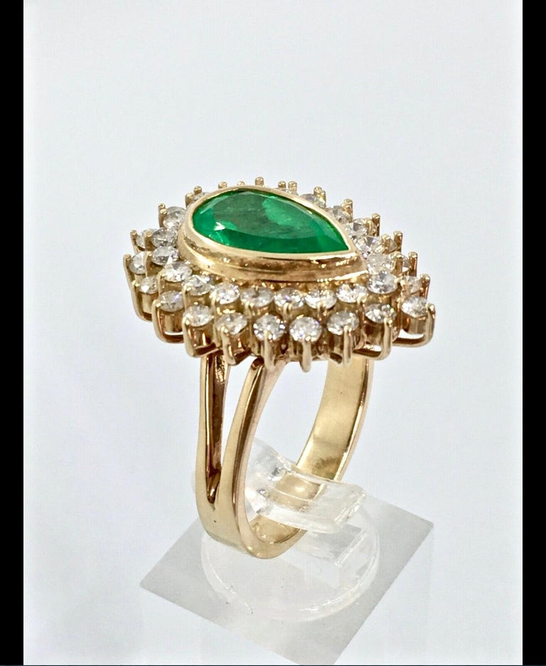 Women's 8.00 Carat Colombian Natural Emerald Diamonds Cocktail Ring 18 Karat Gold For Sale