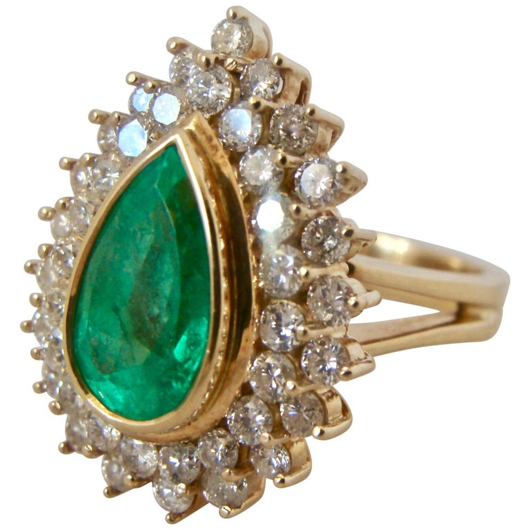 8.00 Carat Colombian Natural Emerald Diamonds Cocktail Ring 18 Karat Gold For Sale