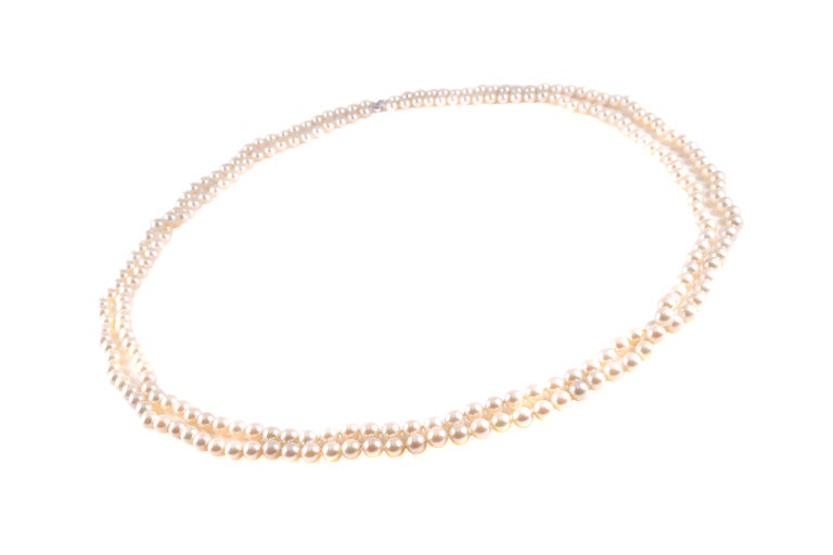 Such a splendid long strand of pearls!   This 40