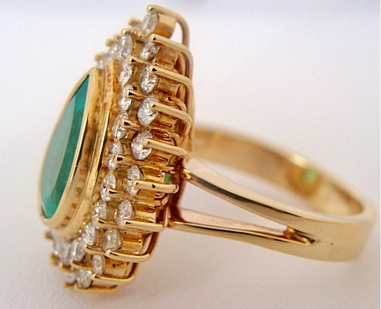 8.00 Carat Colombian Natural Emerald Diamonds Cocktail Ring 18 Karat Gold For Sale 1