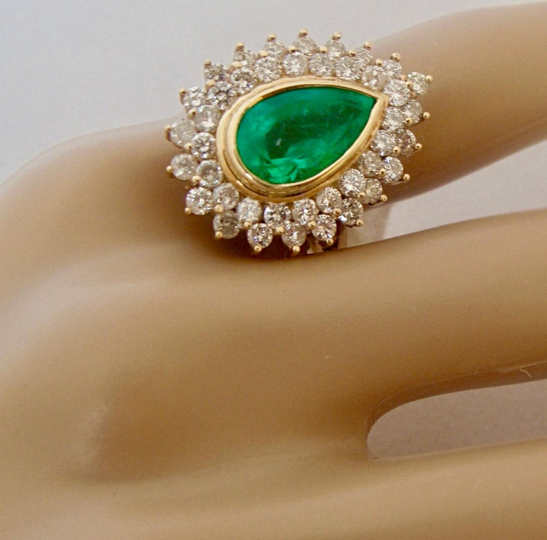 8.00 Carat Colombian Natural Emerald Diamonds Cocktail Ring 18 Karat Gold For Sale 2