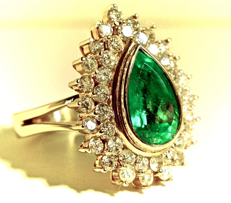 8.00 Carat Colombian Natural Emerald Diamonds Cocktail Ring 18 Karat Gold For Sale 3