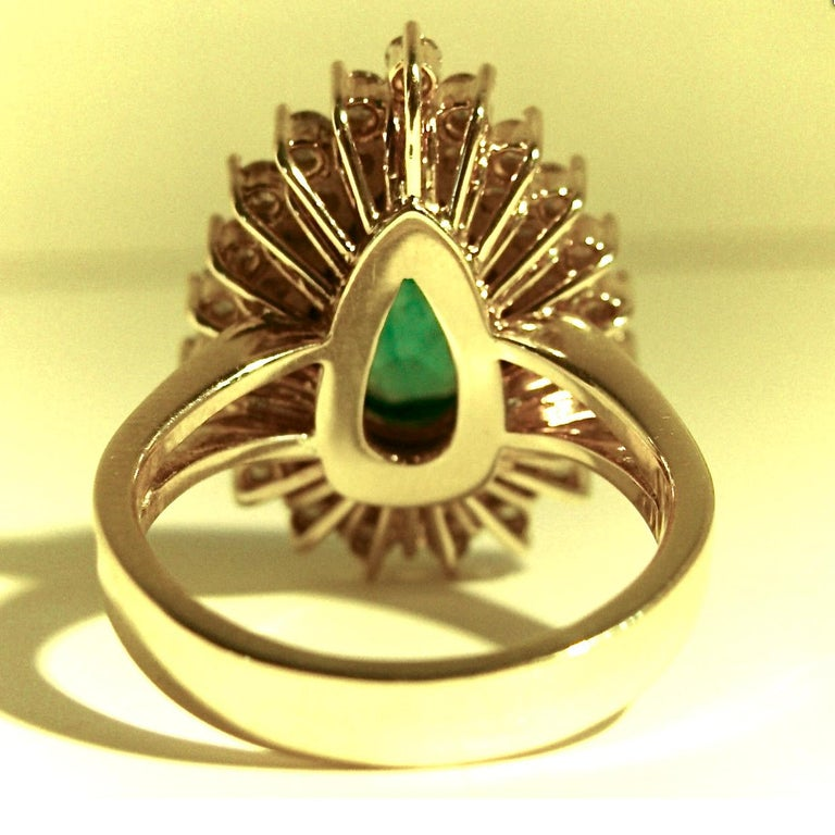 8.00 Carat Colombian Natural Emerald Diamonds Cocktail Ring 18 Karat Gold For Sale 4