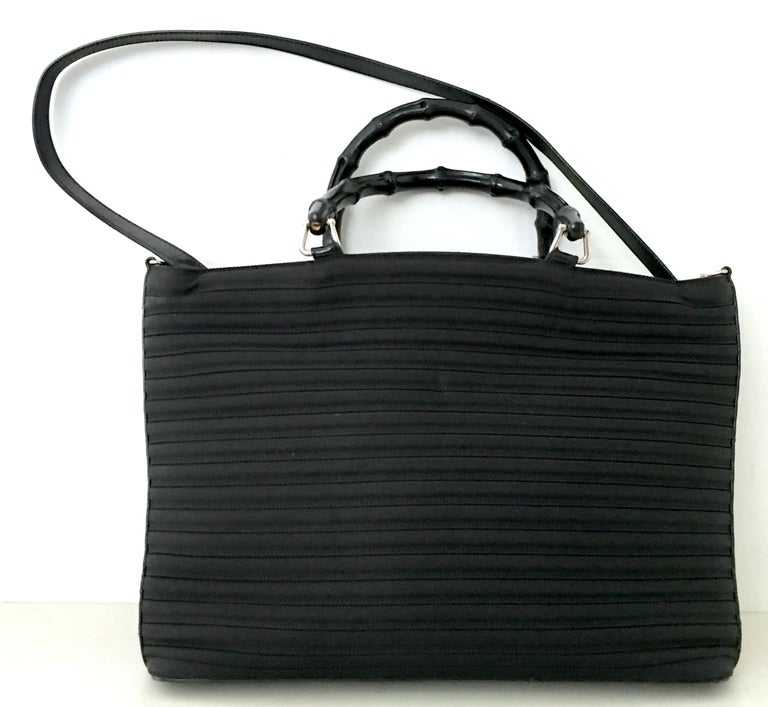 80'S Gucci Soft Side Leather & Wood Bamboo Handle Large Tote Handbag In Good Condition For Sale In West Palm Beach, FL