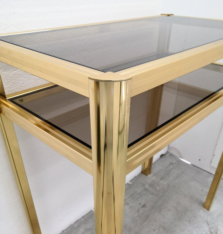 1980s Hollywood Regency Mid-Century Modern Brass and Smoked Glass Console In Good Condition For Sale In Carimate, Como
