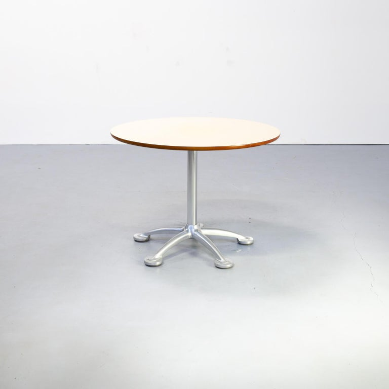 Jorge Pensi studied architecture in his native Buenos Aires before moving to Barcelona to establish his design practice, Grupo Berenguer, with Albert Lievore in 1977. While the studio focused on new designs for lighting and furniture, Pensi