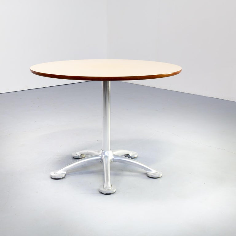 Spanish 1980s Jorge Pensi Round Dining Table for Amat3 For Sale