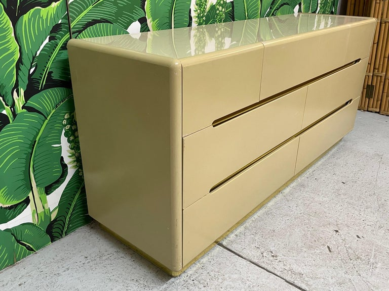 Hollywood Regency 80s Seven Drawer Brass Plinth Dresser by Lane For Sale