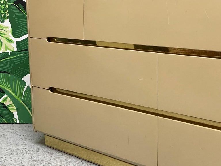80s Seven Drawer Brass Plinth Dresser by Lane In Good Condition For Sale In Jacksonville, FL