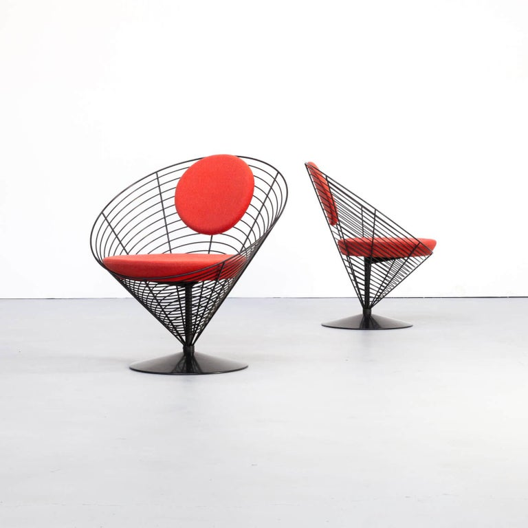Verner Panton originally designed the Cone chair for a Danish restaurant, manufactured by Plus Linje. The shape of the chair is based on the Classic geometric figure to which it is named: the cone or cone. The padded shell forms the backrest and