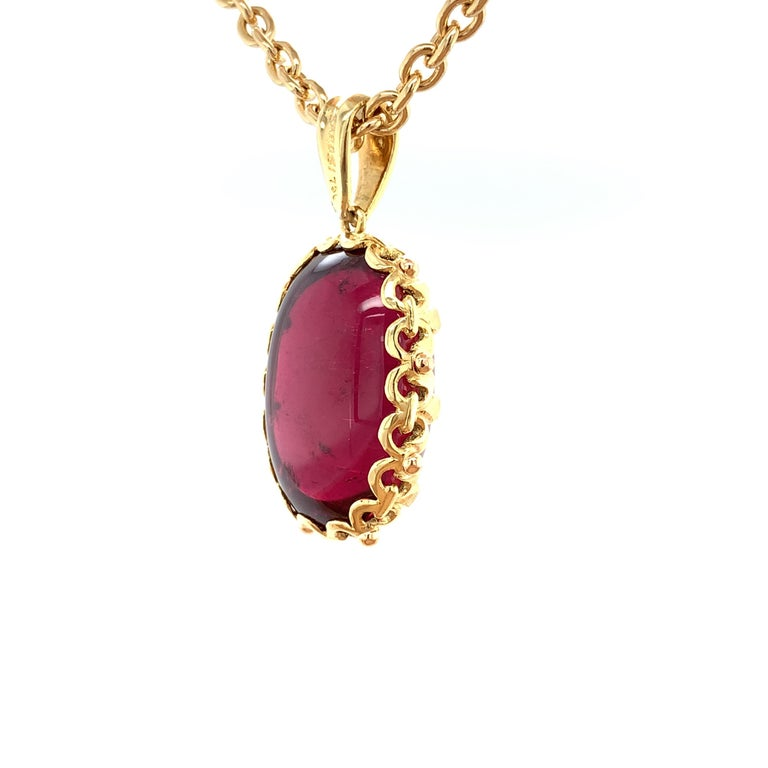 81.59 Carat Rubellite Cabochon Oval Handmade Yellow Gold Drop Pendant In New Condition For Sale In Los Angeles, CA
