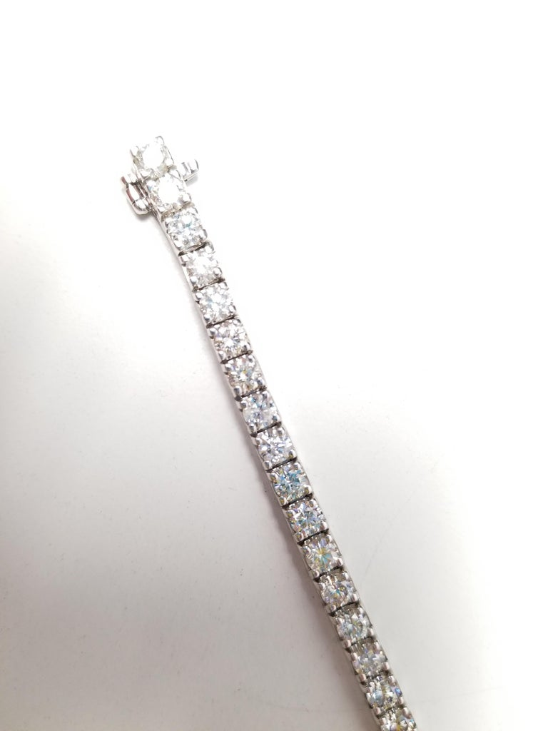 Round Cut 8.73 Carat Round Brilliant Cut Diamond Tennis Bracelet 14 Karat White Gold For Sale
