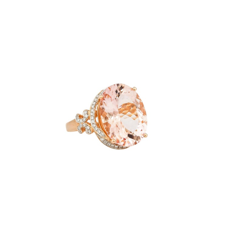 Contemporary 8.3 Carat Morganite and Diamond Ring in 18 Karat Rose Gold For Sale