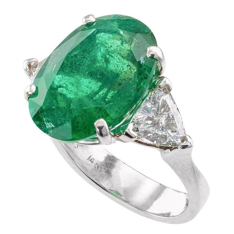 Contemporary 8.32 Carat Emerald Diamond Three-Stone White Gold Ring For Sale