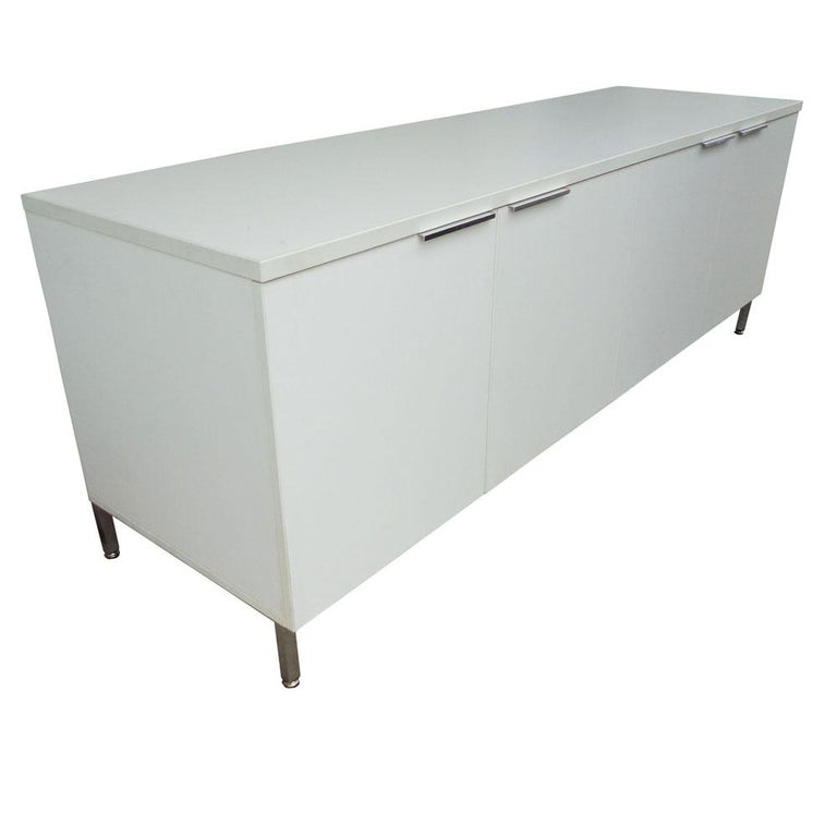 Mid-Century Modern Knoll Style White Credenza For Sale