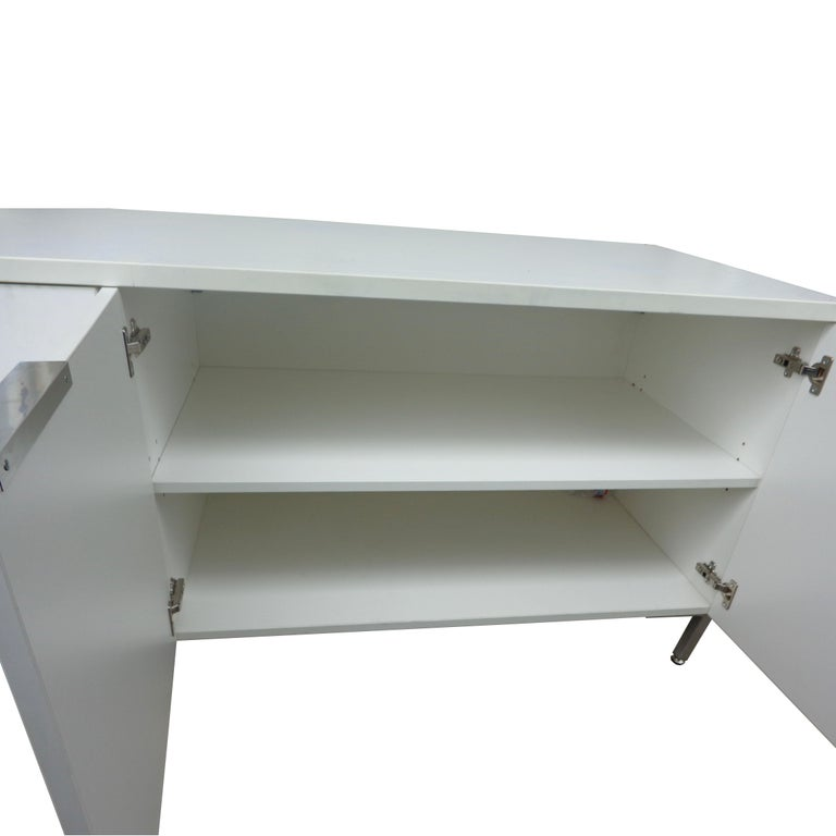 Contemporary Knoll Style White Credenza For Sale