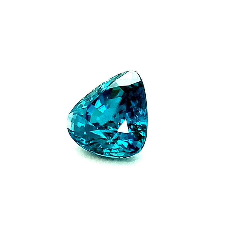 8.46 Carat Blue Zircon Trillion, Unset Loose Gemstone for Ring or Drop Pendant In New Condition For Sale In Los Angeles, CA