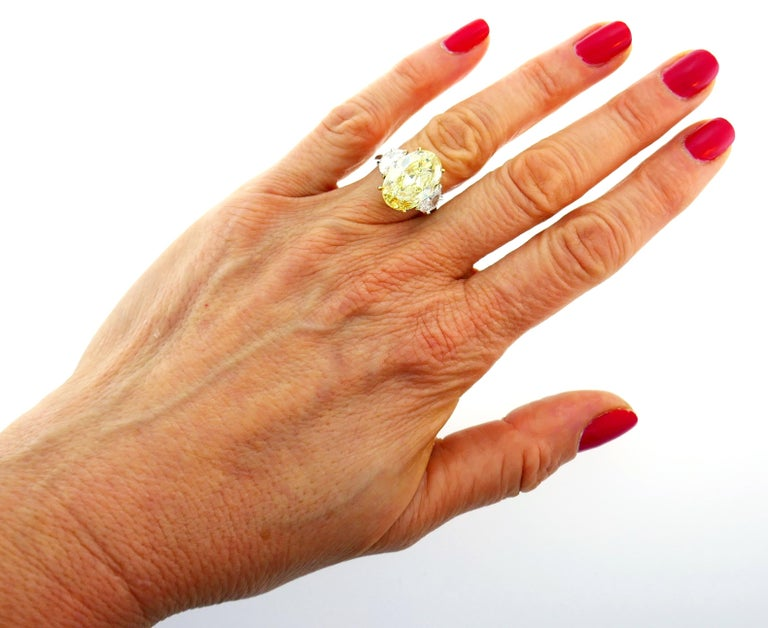8.47 Carat Fancy Yellow Diamond GIA Platinum Ring Solitaire In Excellent Condition For Sale In Beverly Hills, CA
