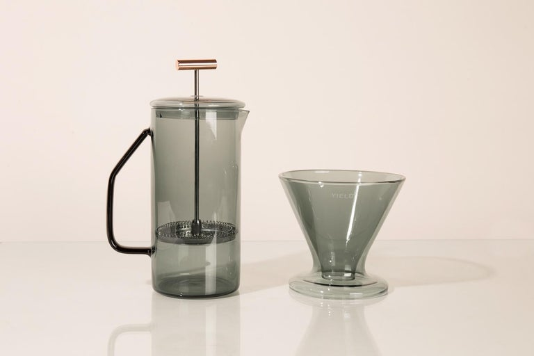 850 mL Glass French Press, Gray In New Condition For Sale In St. Augustine, FL