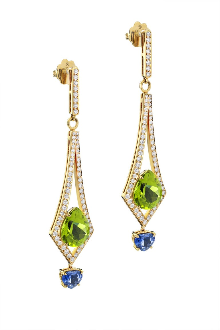 8.57 Carat Peridot and 2.26 Carat Blue Sapphire and Diamond Earrings In New Condition For Sale In Bangkok, TH