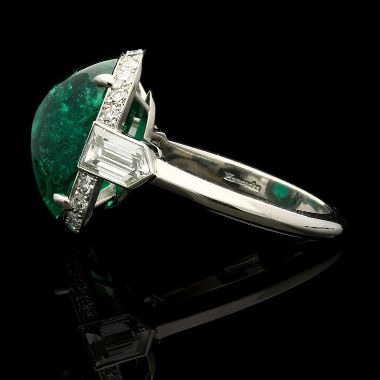 8.59 Carat Sugar Loaf Cabochon Colombian Emerald Ring with Diamond Halo In Good Condition For Sale In London, GB