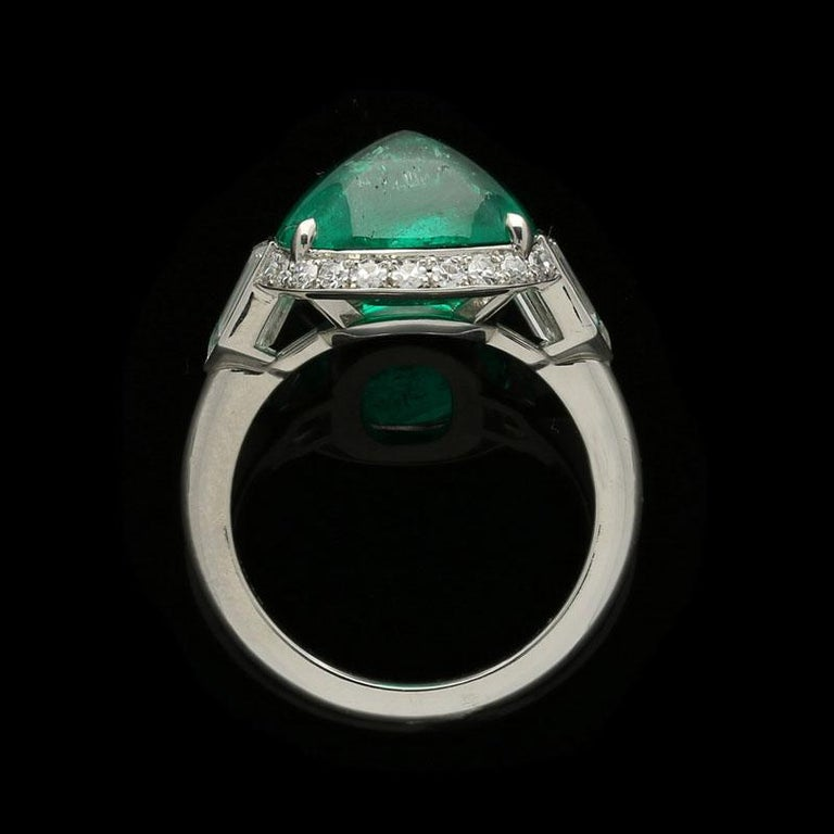 Women's or Men's 8.59 Carat Sugar Loaf Cabochon Colombian Emerald Ring with Diamond Halo For Sale