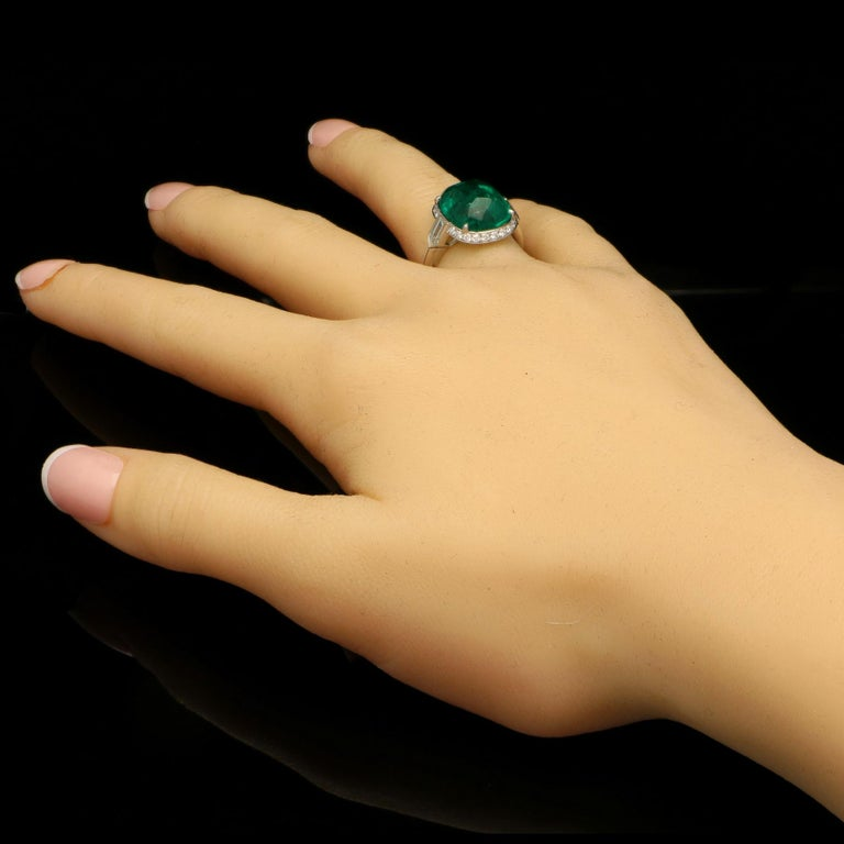 8.59 Carat Sugar Loaf Cabochon Colombian Emerald Ring with Diamond Halo For Sale 1
