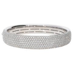 8.79 Carat White GVS Diamonds 18 Karat White Gold Cuff Bangle Pavé Bracelet