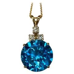 8.80 Carat Swiss Blue Topaz and Diamond Yellow Gold Pendant Necklace Round