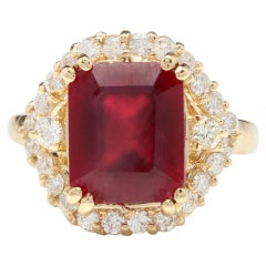 8.85 Carat Impressive Red Ruby and Natural Diamond 14 Karat Yellow Gold Ring