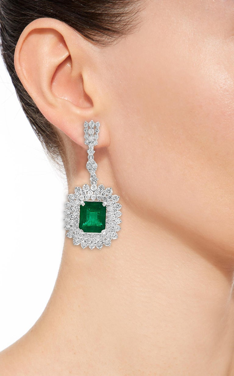 9 Carat Colombian Emerald Cut Emerald Diamond Hanging Earrings 18 Karat Gold In Excellent Condition For Sale In New York, NY