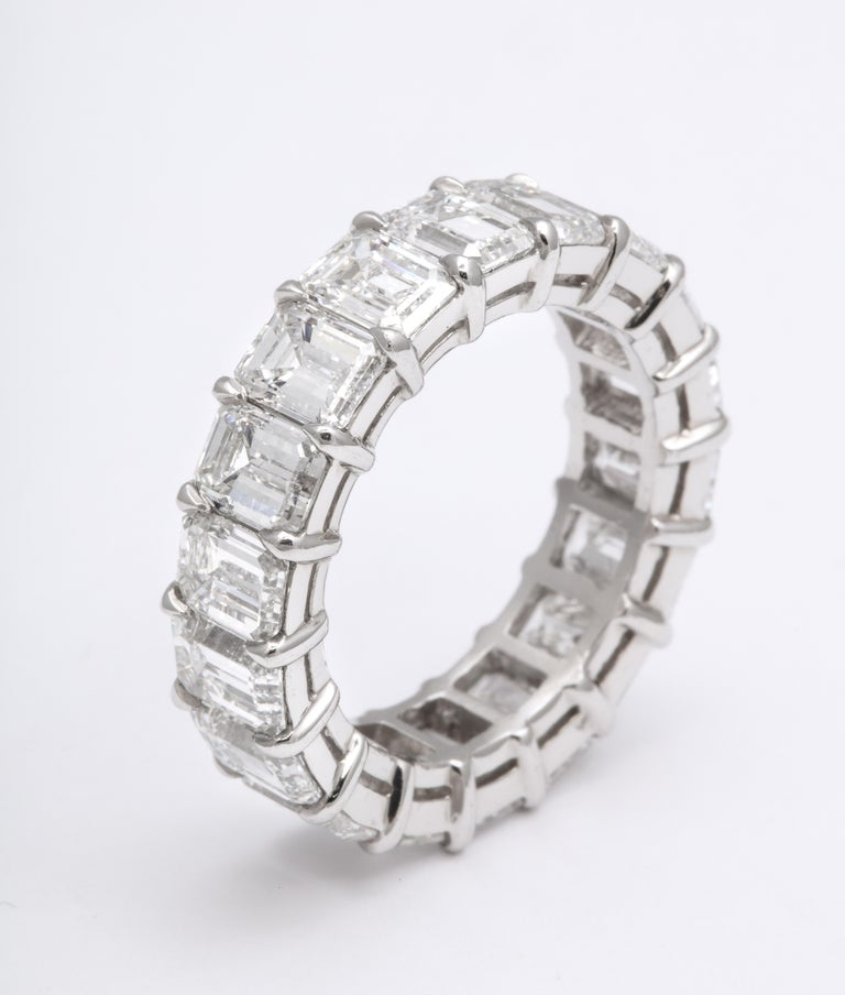 9 Carat Emerald Cut Diamond Eternity Band In New Condition For Sale In New York, NY