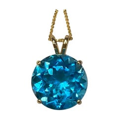 9 Carat Swiss Blue Topaz Round Cut 14 Karat Yellow Gold Pendant Necklace