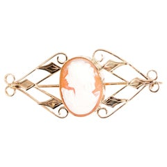 9 Carat Yellow Gold Pink Conch Shell Oval Cameo Brooch