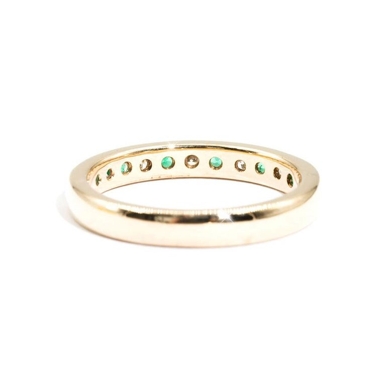 Round Cut 9 Carat Yellow Gold Round Green Emerald and Diamond Vintage Eternity Band Ring For Sale