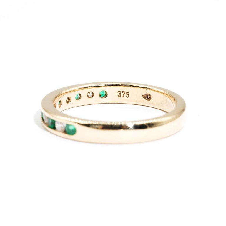 9 Carat Yellow Gold Round Green Emerald and Diamond Vintage Eternity Band Ring In Good Condition For Sale In Hamilton, AU