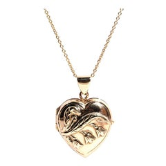 9 Carat Yellow Gold Vintage Heart Locket with 14 Carat Yellow Gold Chain