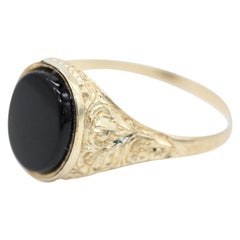 9 Kt Yellow Gold and Onyx Gentleman's Signet Ring with Oval Face