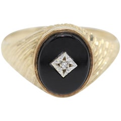 9 kt Yellow Gold, Onyx and Diamond Gentleman's Signet Ring with Oval Face