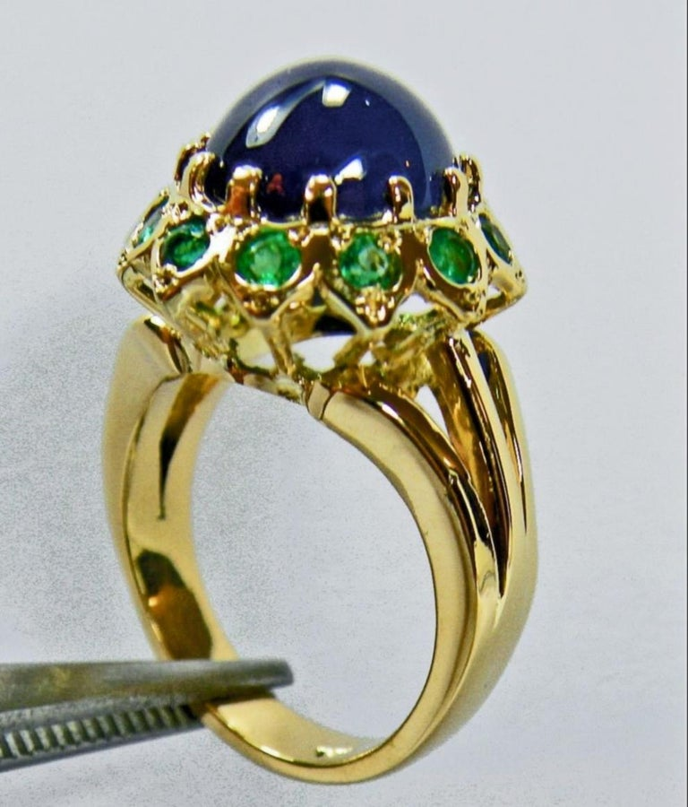 9.00 Carat Cabochon Cut Blue Sapphire Emerald Ring 18 Karat In New Condition For Sale In Brunswick, ME