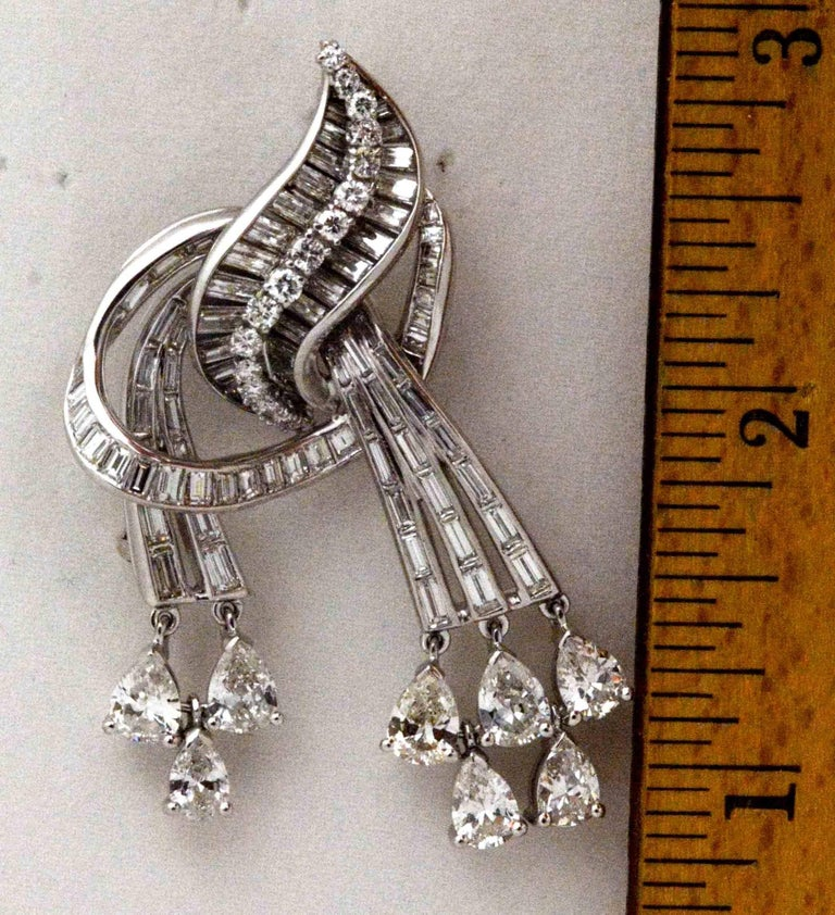 Art Deco 9.02 Carat Diamonds Platinum Pendant/Brooch, circa 1920 For Sale