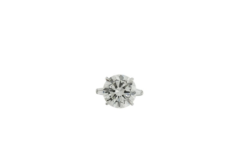 Contemporary 9.05 Carat GIA Certified Round Diamond Engagement Ring For Sale