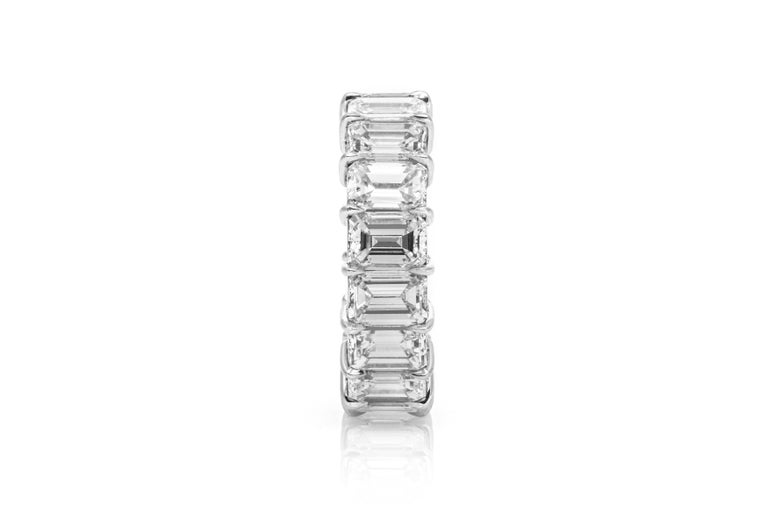 9.06 Carat Emerald Cut Diamond Eternity Band In Good Condition For Sale In New York, NY