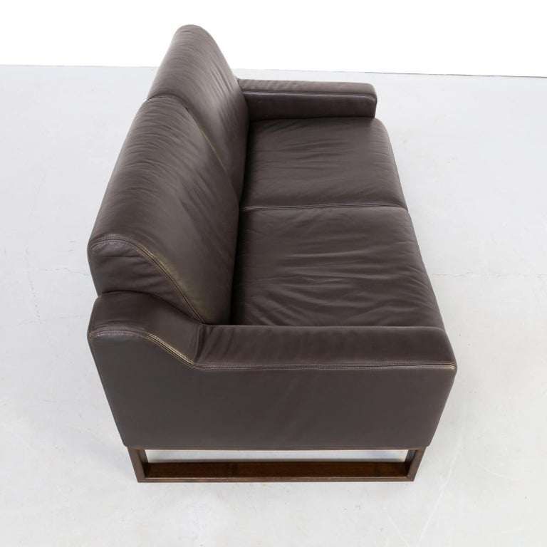 90s Brown Leather Two-Seat Sofa In Good Condition For Sale In Amstelveen, Noord