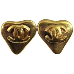 90's Chanel Vintage  Heart Earrings in Gold-Plated Metal